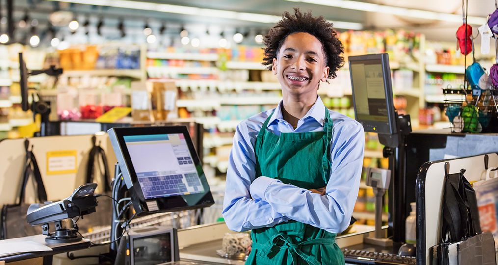 How to Help Teens Budget Their First Paychecks_teen boy working at his first job