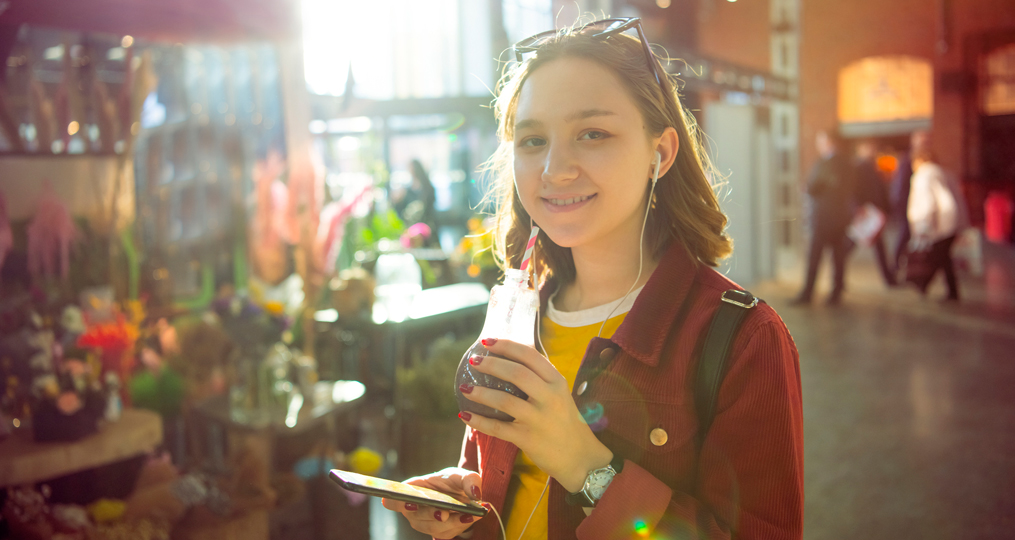 whats the right age for a debit card_teen shopping independently