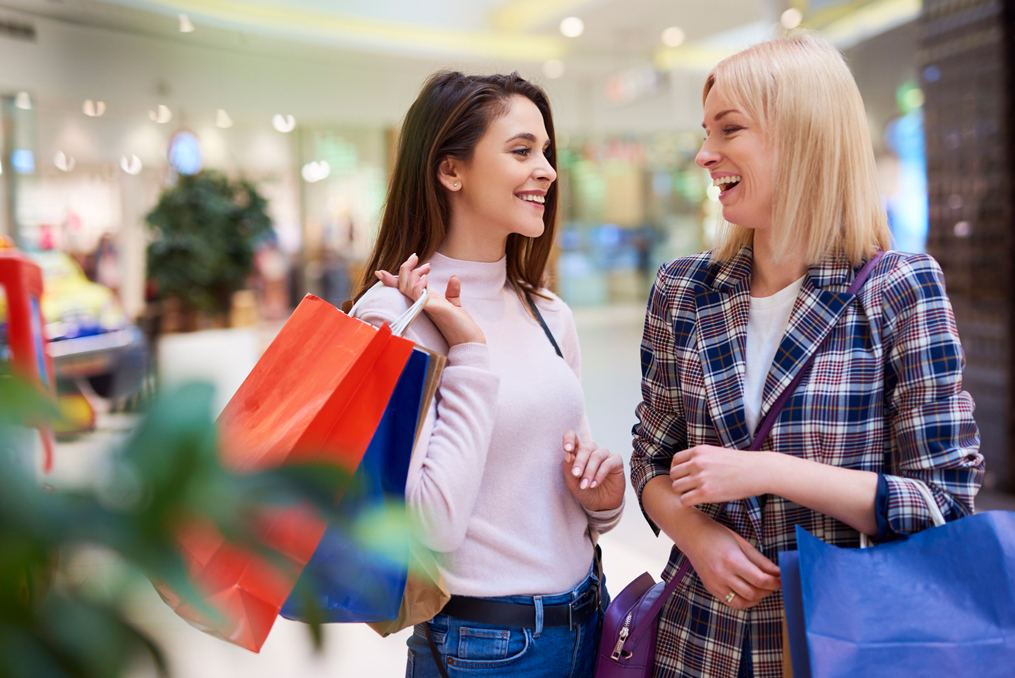 How to Prevent the Holiday Financial Crunch_Woman talking and laughing with her friend while shopping