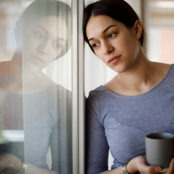5 Steps to Take If You Lost Your Job in Washington State_woman struggling with a recent job loss