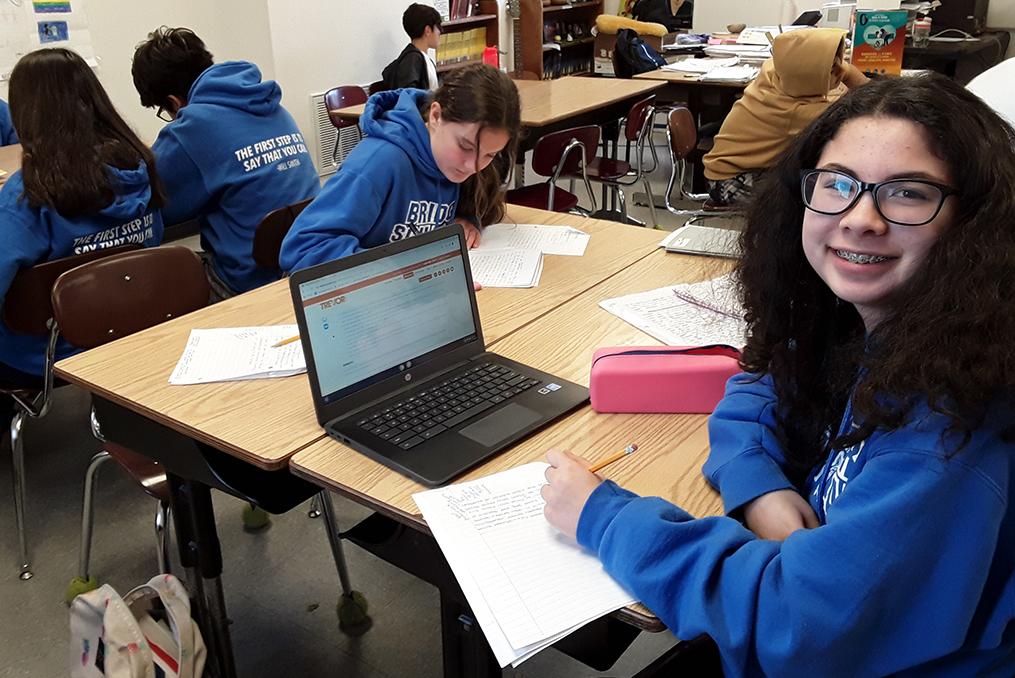 Bridger Scholars Program_Bridger student studying in Bridger Scholar Program sweatshirt