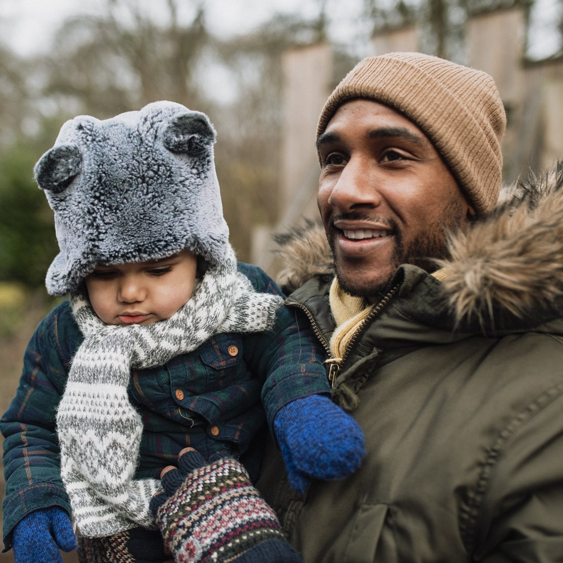 Strategies for Quitting the Paycheck-To-Paycheck Life_Father carrying son at the park