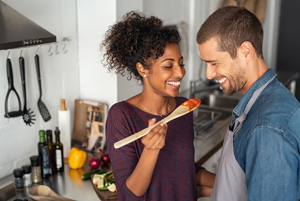How to Reduce Household Expenses_couple learning how to reduce household expenses and making a homecooked meal