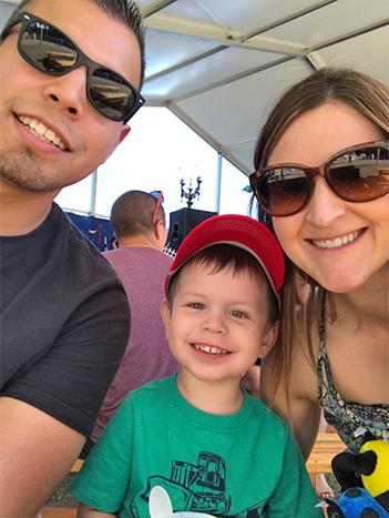 Eduardo Gomez_Photos_blog_size_family_at_the_fair