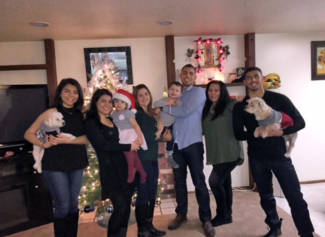 Eduardo_Photos_blog_size_family_at_christmas