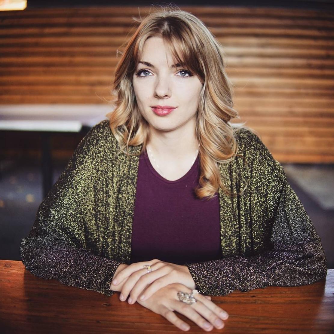 Amanda Dugdale_Professional head shot for Amanda Dugdale