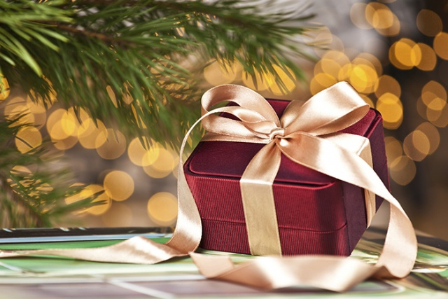 Tips to Avoid Overspending this Holiday Season