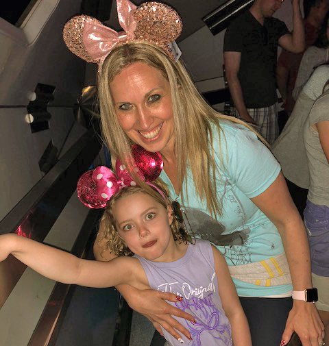 Kara-blog-size-mouse-ears-with-daughter