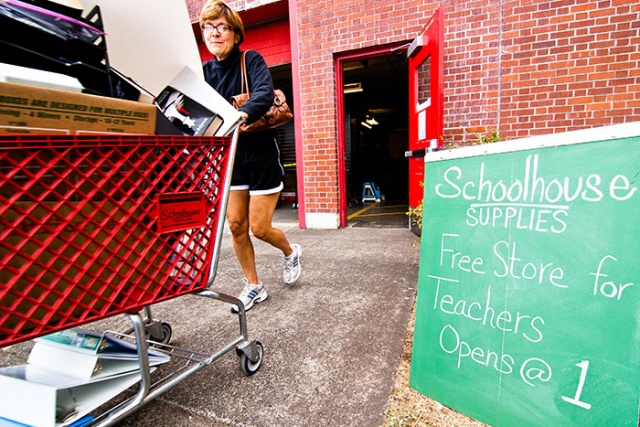 Schoolhouse-Supplies_Free-Store-for-Teachers_Shopping_700x467