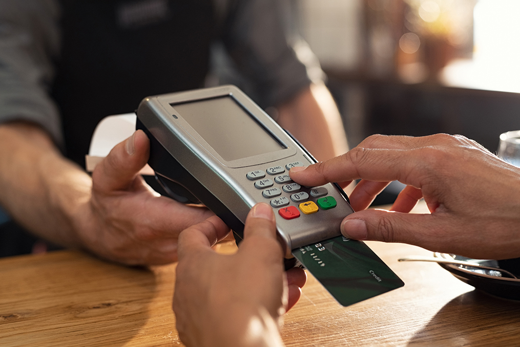 The Pros and Cons of Popular Payment Methods_using debit card
